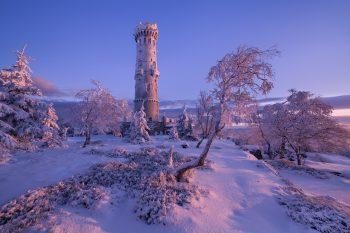 Zimní mrazivé ráno u rozhledny Děčínský sněžník