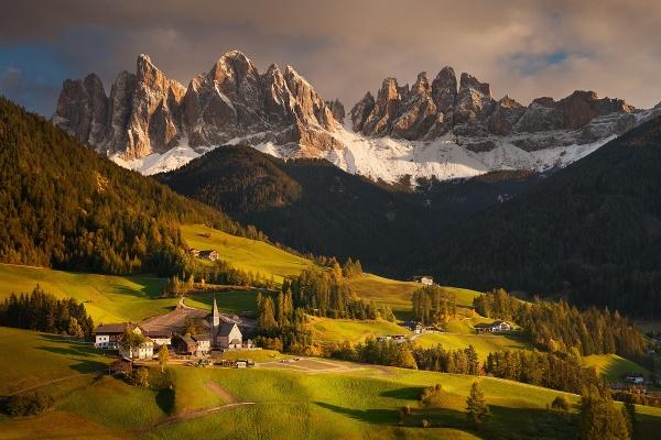 Údolí Val di Funes v Dolomitech je pravidelnou zastávkou během foto workshopu Čarovné podzimní Dolomity