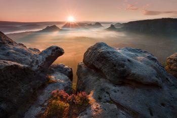 Originální fotografický obraz skalního útvaru připomínajícího želvu v Saském Švýcarsku u vyhlídky Kleiner Winterberg